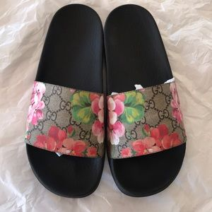 🎀💕authentic GUCCI SLIDES